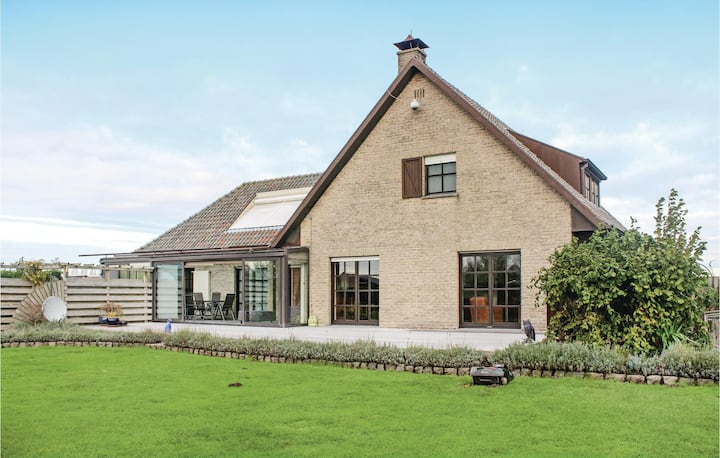 Stunning home in Groede with WiFi and 4 Bedrooms