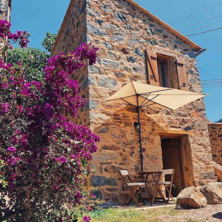 CULOMBA - Très petite maison de village atypique