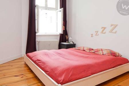 Cozy room in best location in 150m2 flat in Mitte! - Berlin