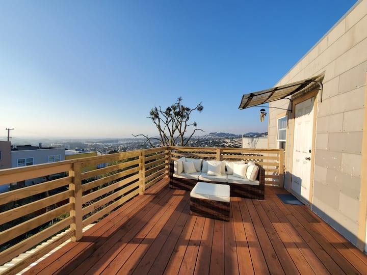 Ocean Views Private Master Bed w/Remod Bath & Deck