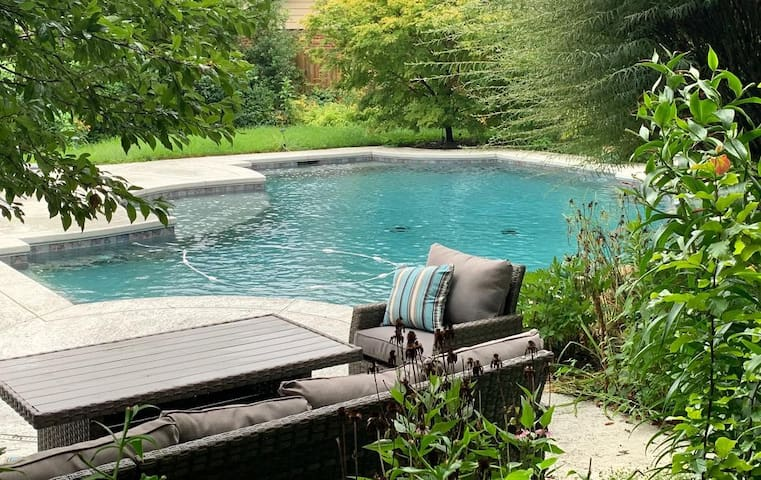 Urban Oasis with Private Pool (3BR/3BA)