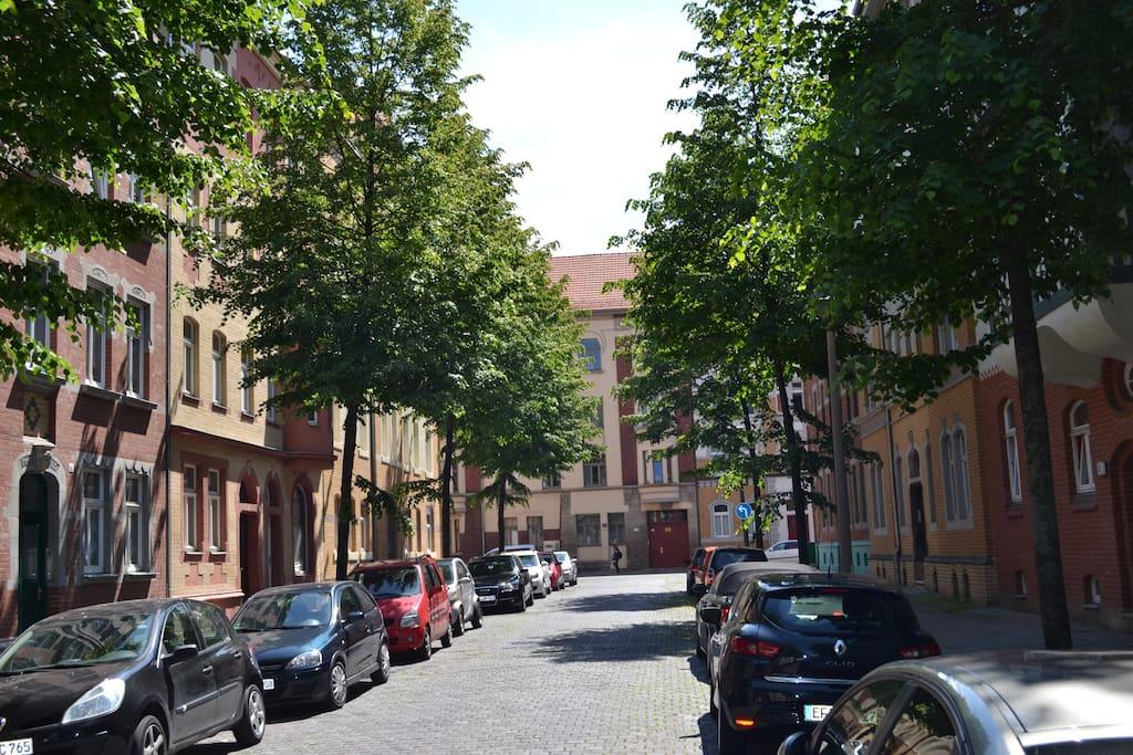 Straße/Street.