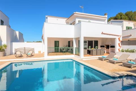 Villa LaCalma - beach,private Pool, free AC & WiFi