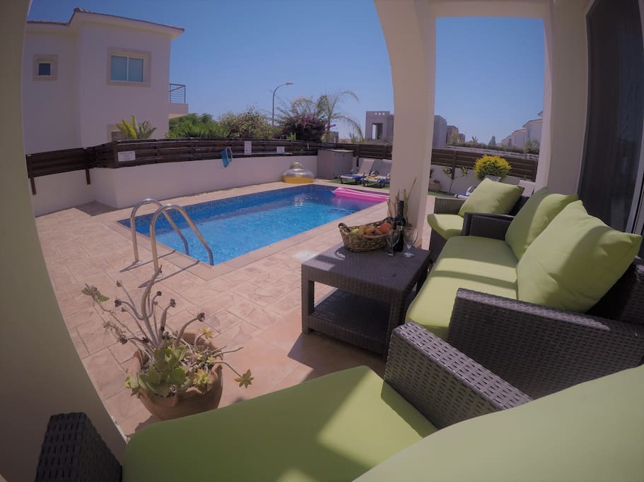plenty of seating areas beside the pool