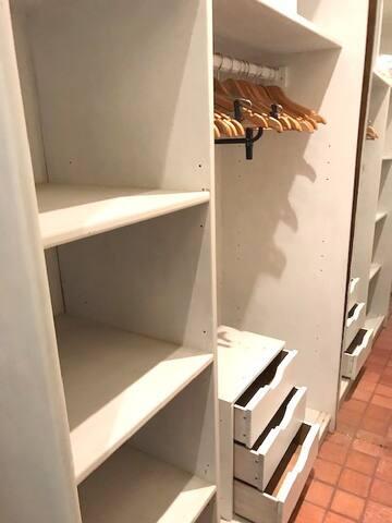 Casa 2/ Quarto 1 (armário)