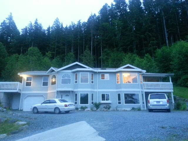 Beautiful shared upstairs rooms - Powell River - Apartament