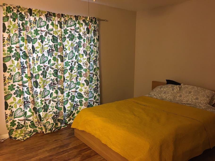 Full sized tempurpedic mattress
