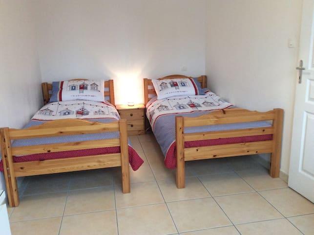 Marseillan, Entre Plage et Port,  Twin Bedroom