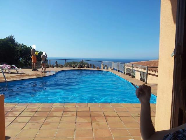 Appartamento con piscina vista mare - Costa Paradiso - Lejlighed
