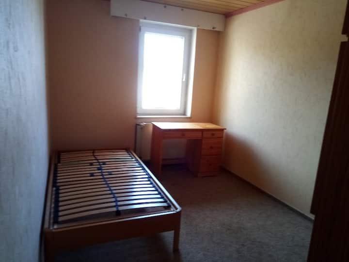 Zimmer auf dem Land mit S-Bahn nach Leipzig-City.
