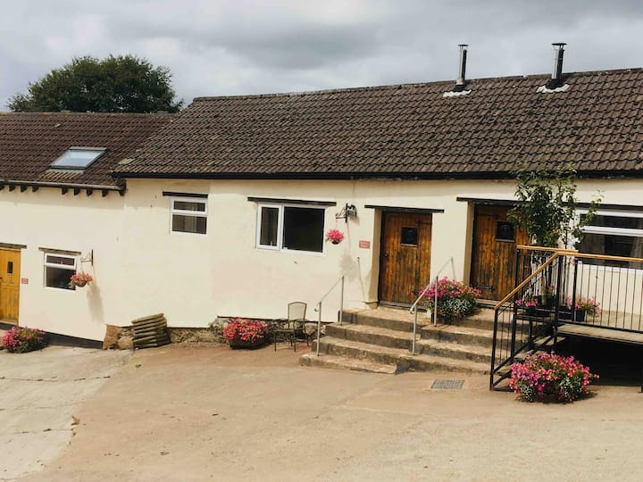 The Middle Barn - Luckyard Farm