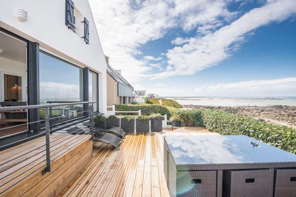 Terrasse bois surplombant la mer / Wooden Terrace overlooking the sea
