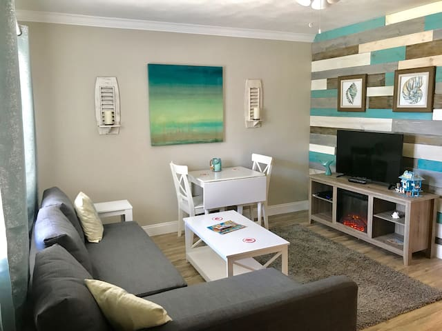 Renovated Clw Beach 1BR/1BA Suite 3 Porpoise Inn