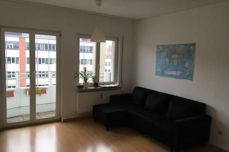 Nice room with balcony - 5mn walk to the old city - München