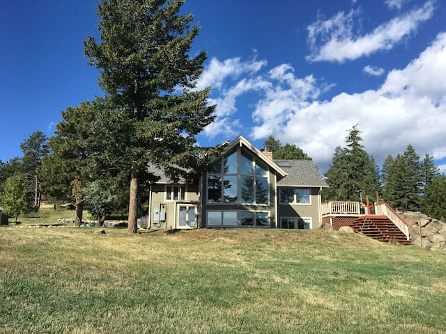 Mountain retreat, entire lower level of house - Boulder