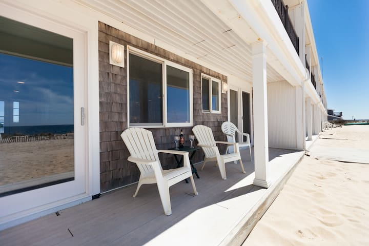 Direct Oceanfront Sleeps 6 -3 Baths MY BLUE HEAVEN - Truro - Townhouse