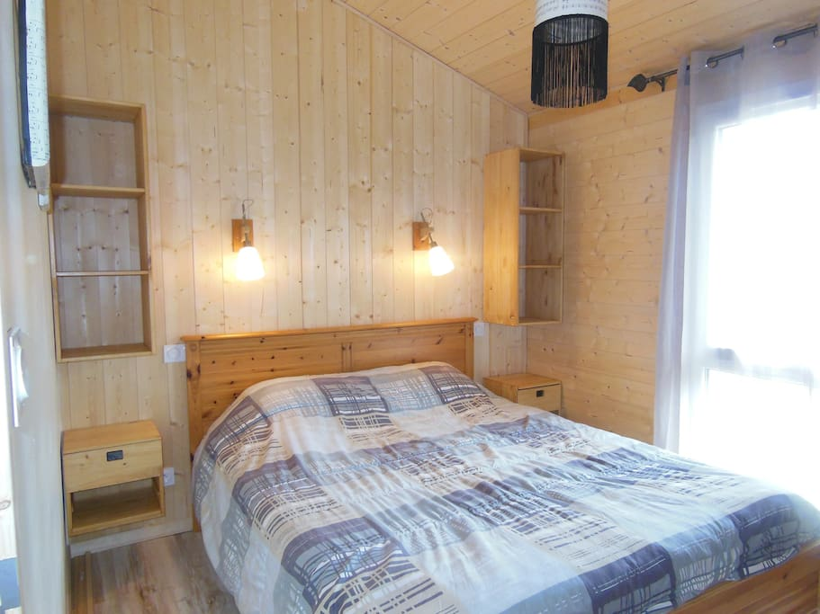 chalet bois 40m2 pour 4 personnes chalets for rent in v ranne rh ne alpes france. Black Bedroom Furniture Sets. Home Design Ideas