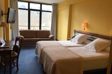 Habitación en Edelweiss Candanchu - Candanchú - Bed & Breakfast