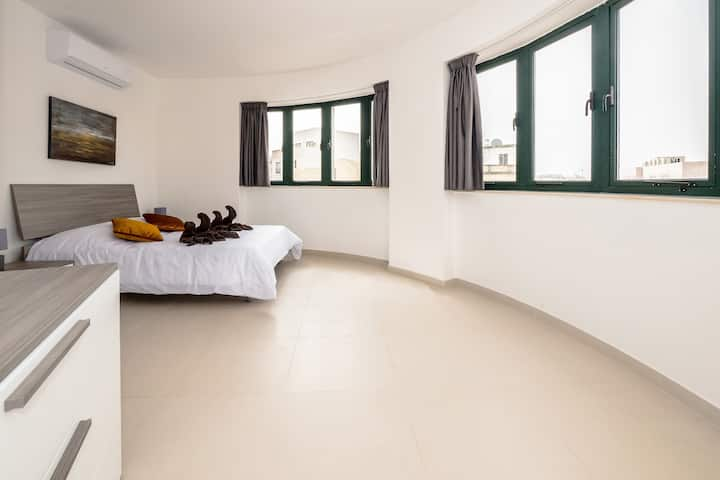 Private double bedroom, near the university