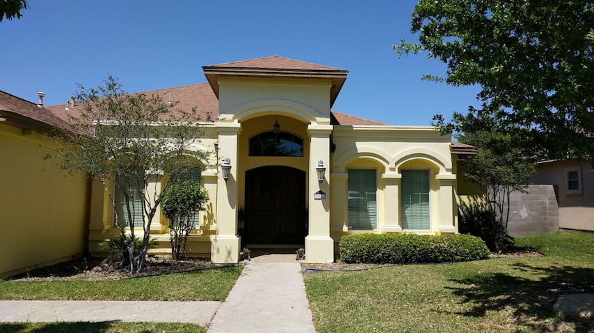 BIG House,6 bedrooms, 3.5 Baths, Swimming pool - Laredo - House