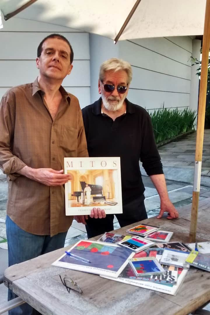 Meet record collectors!