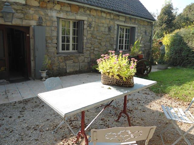 La   Maisonnette de Charme en pierres - Marquise - Allotjament sostenible a la natura
