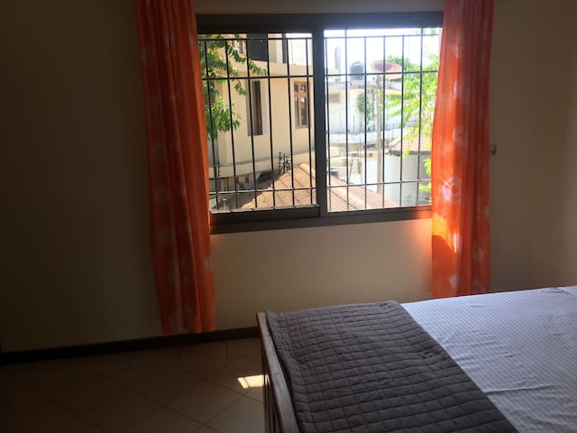 Spacious room with private bathroom - Msasani Village - Casa
