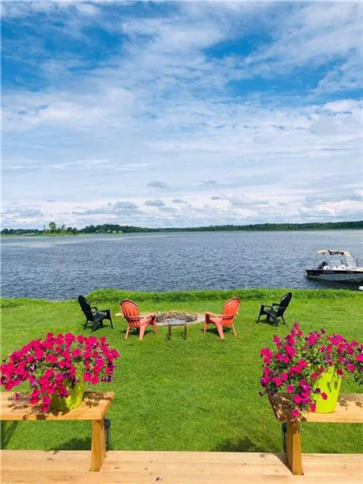 Secluded Lakefront Cottage in Kawartha Lakes.