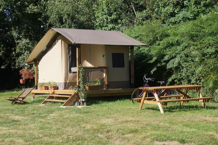 Large tent for 2 persons. - Le Champ-Saint-Père