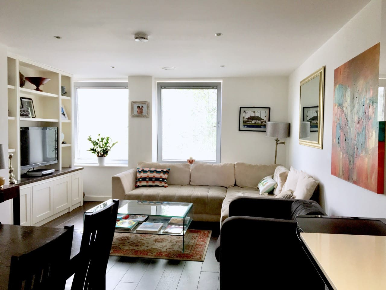 Front room and dining area, extended table can sit 6 people comfortably.