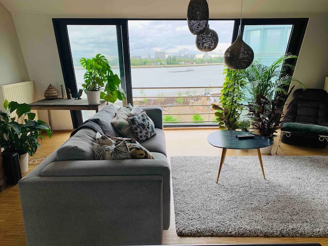 Duplex penthouse near centre with riverside views.