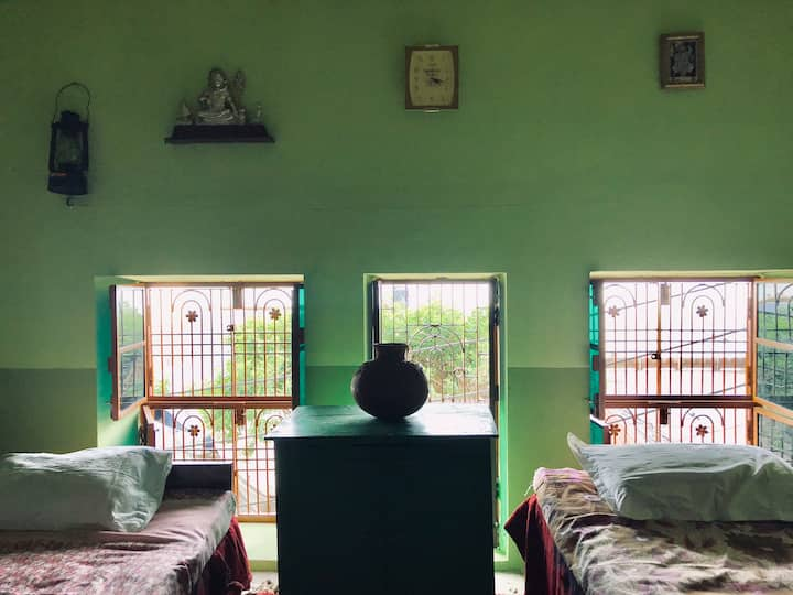 Three Window Room, Panchganga Ghat (||)