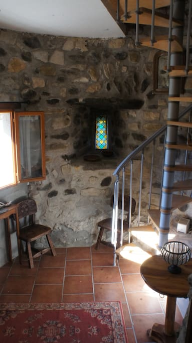 La salle de bain Italienne se trouve à gauche et les toilettes à droite (dans mon dos)