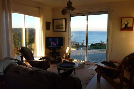 Maison blanche avec vue panoramique sur l'Océan. - Ploumoguer