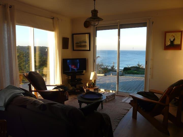 Maison blanche avec vue panoramique sur l'océan