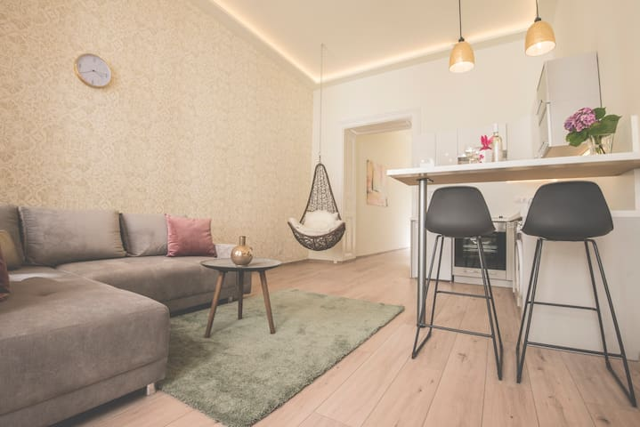 NEW Charming Stylish Apartment