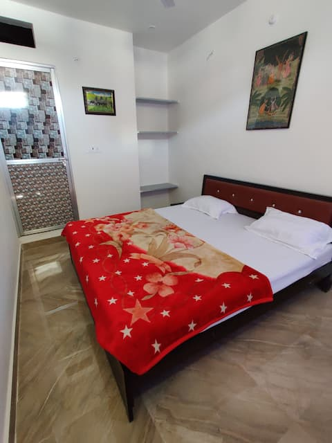 varah square homestay deluxe double bed room