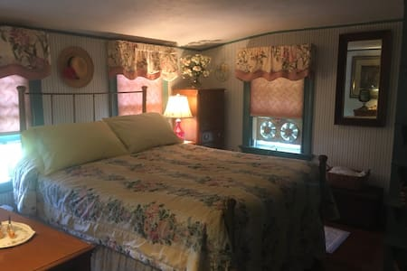 Cozy room with country charm - Watertown