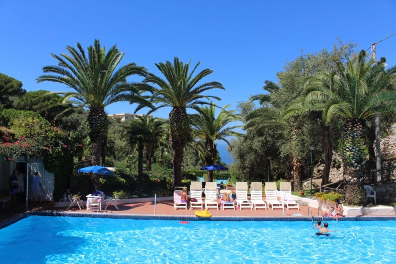 the swimming pool (15 june- 15 sept)