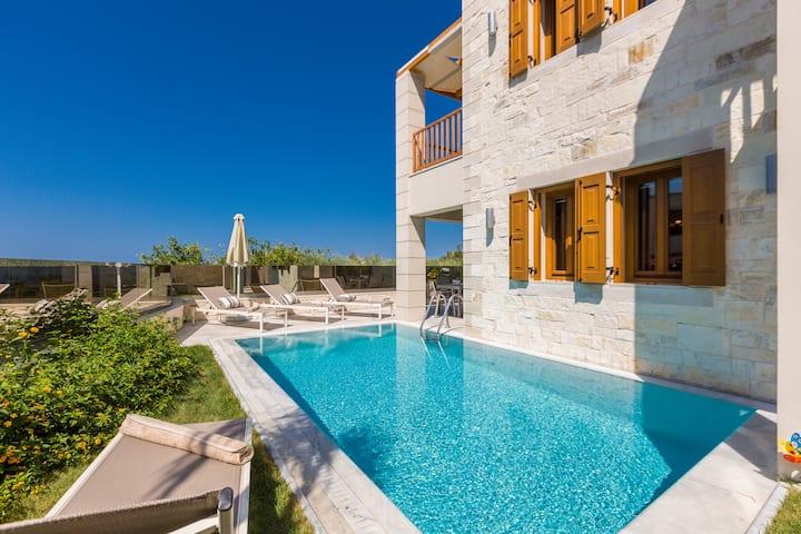 Villa Aphrodite, mythical! Heated pool & whirlpool