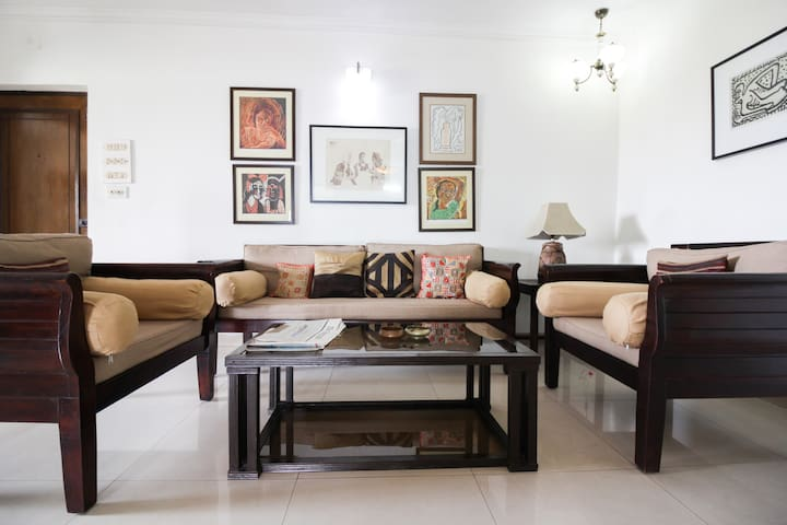 Homely, Heart of the City, Spacious - Kolkata - Apartment