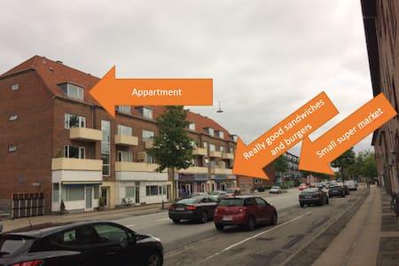 No frills apartment close to metro - København