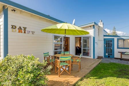 Daydrift Cottage, Rangiuru on Sea - Otaki Beach