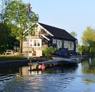 "Huis & privé eiland ""Tuutze"" Loosdrecht se Plassen - Loosdrechtse Plassen - Blockhütte"