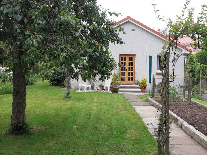 Cosy, peaceful flat, sleeps 5 with garden 🐔🌳🌻