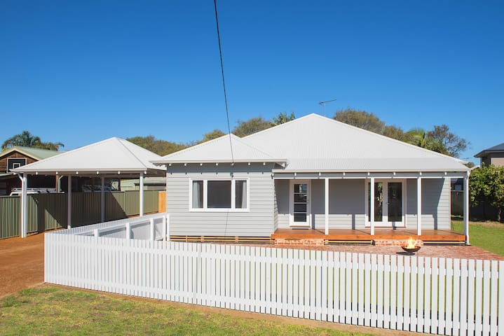 HIGH TIDES - Holiday Living near the Beach & Jetty