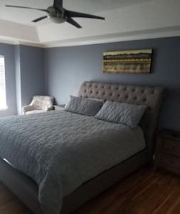 2 Bed and 2.5 Bath Close to Lakewood and Downtown