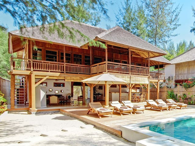 THE GILI BEACH RESORT VILLA 1 - Pemenang - Villa