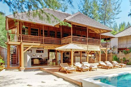 THE GILI BEACH RESORT VILLA - Pemenang