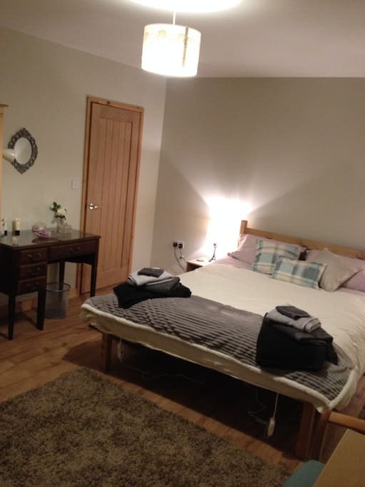 King-size room with en-suite located on ground floor